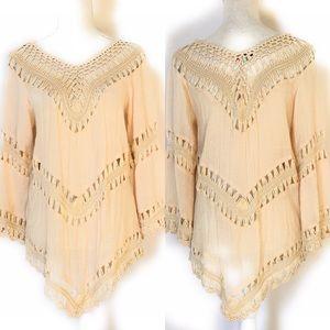 Vivid Collection crochet top, Sz medium, beige
